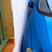 Gender Marketing, Auto parkt eng in Andalusien, (C) Alexander Muxel