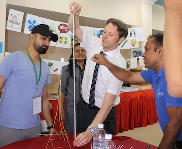 Nepal-19-Marshmallow-Challenge-Vorschaubild-Marketing-Seminar-Alexander-Muxel-Consulting.